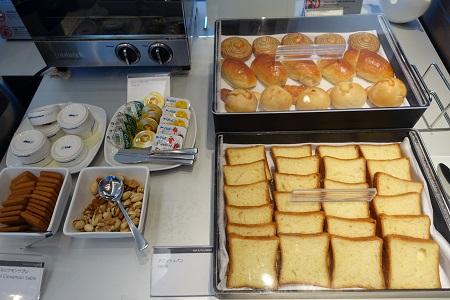 ANAラウンジのパン類