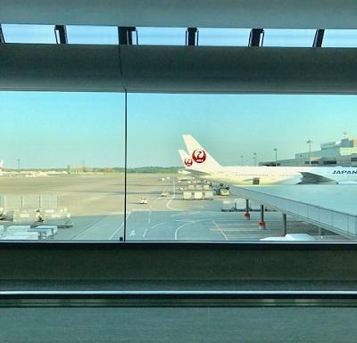 成田空港で見たJAL機