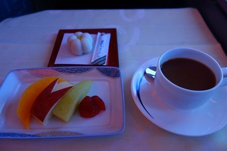 機内で食後のデザート