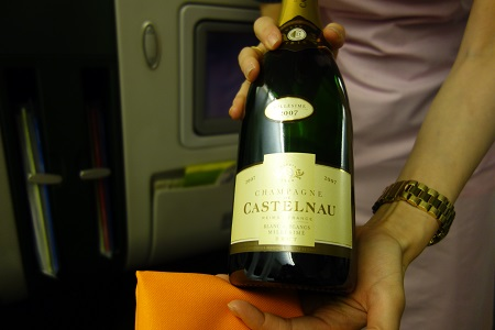 エバー航空ビジネスクラスのシャンパン