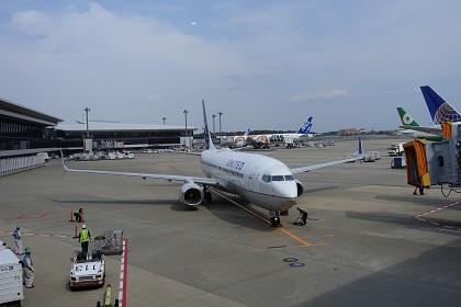 成田空港ラウンジから見る飛行機