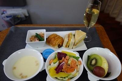 JAL国内線ファーストクラスの機内食