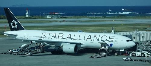 スターアライアンス塗装のANA機