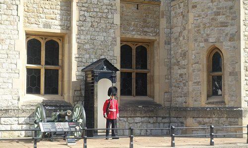 ロンドン1日観光 バッキンガム宮殿からロンドン塔へ