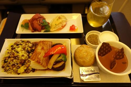 機内食でローストビーフを食べる