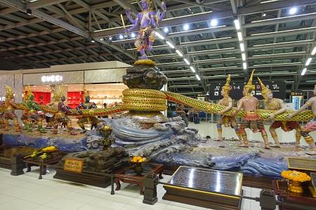 バンコク・スワンナプーム空港の蛇