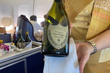 ファーストクラス搭乗記。ANAマイルでタイ航空を発券。2階建てボーイング747でバンコクへ。