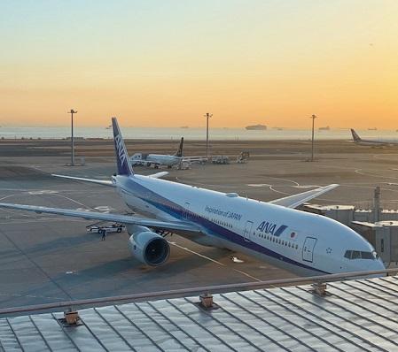 羽田空港のANA機