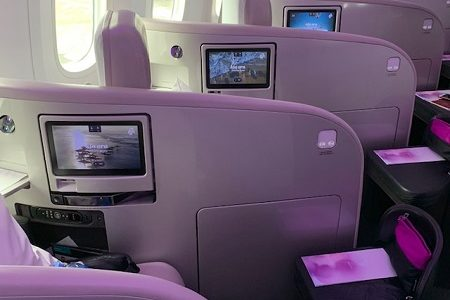 ニュージーランド航空のビジネスクラスがユニーク。ワインが豊富、CAさんはフレンドリー。